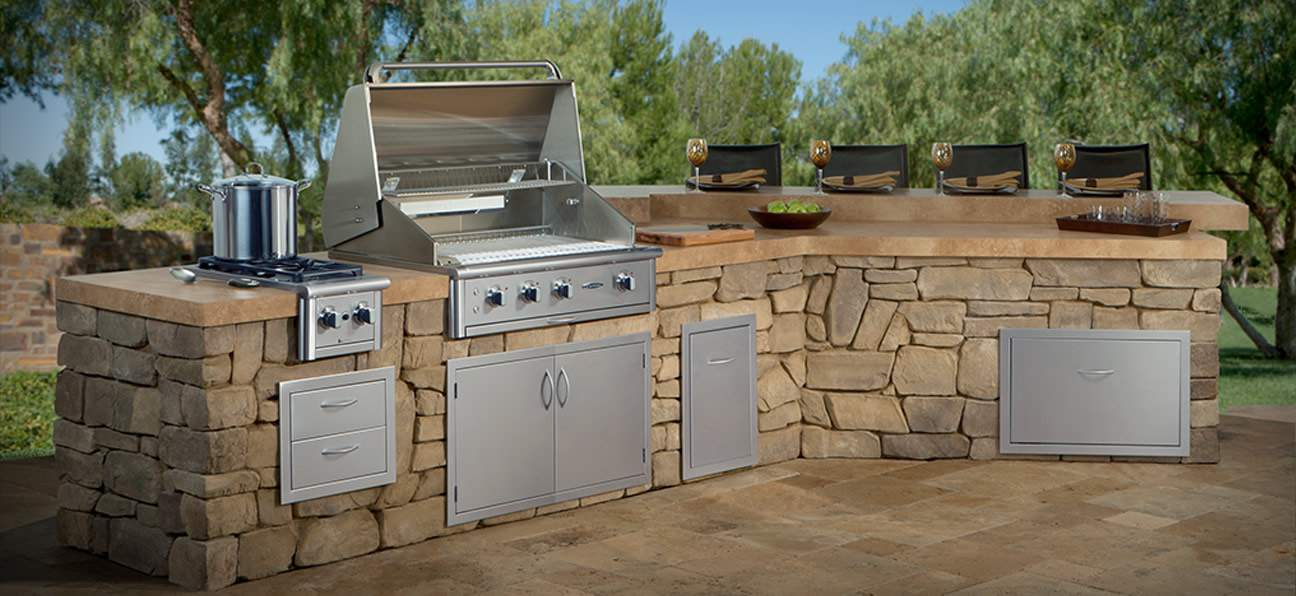 Outdoor BBQ Kitchen with Built In BBQ